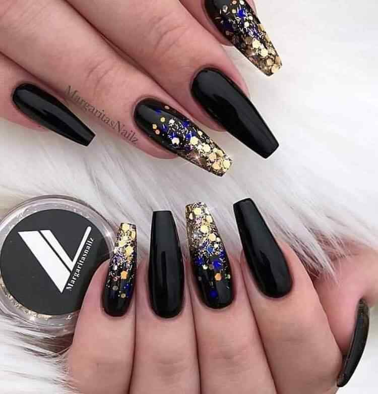 Elegant black nails with gold