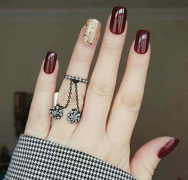Elegant wine-colored nails
