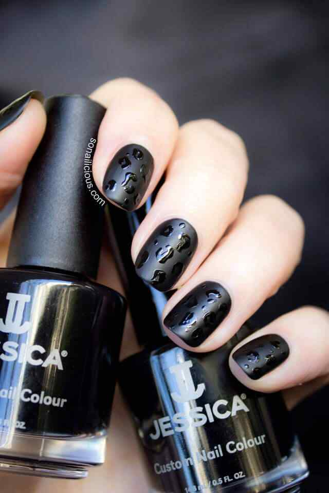 Matte and shiny black nails