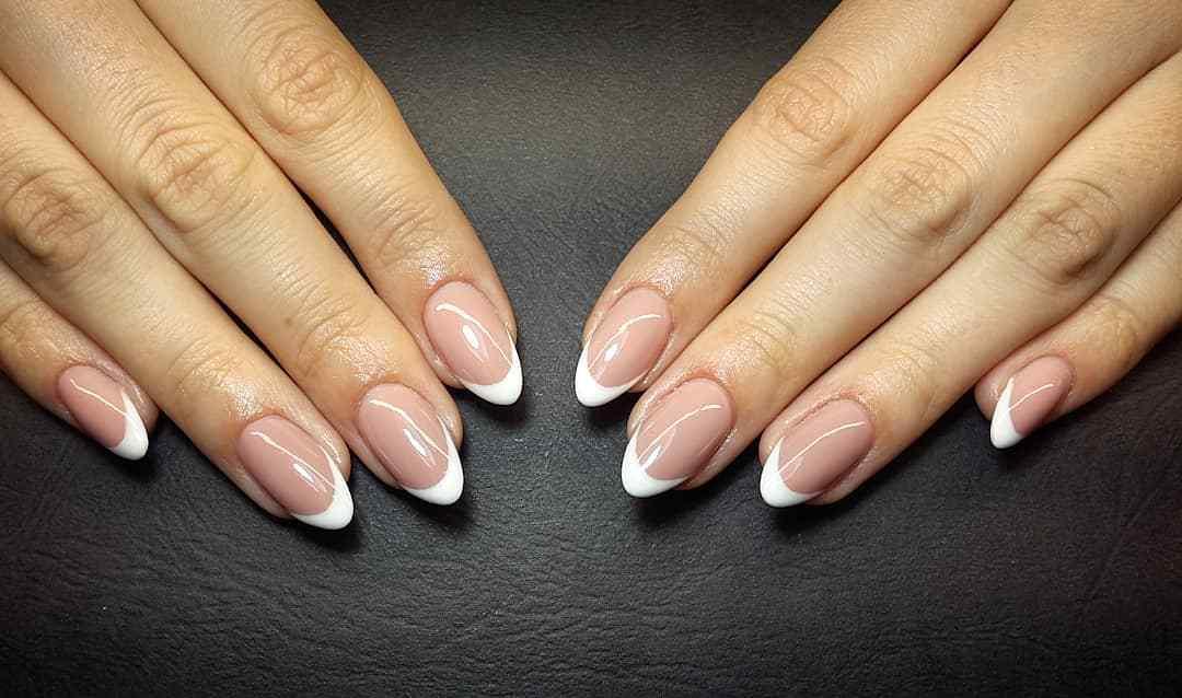 decoración de uñas elegantes francesas
