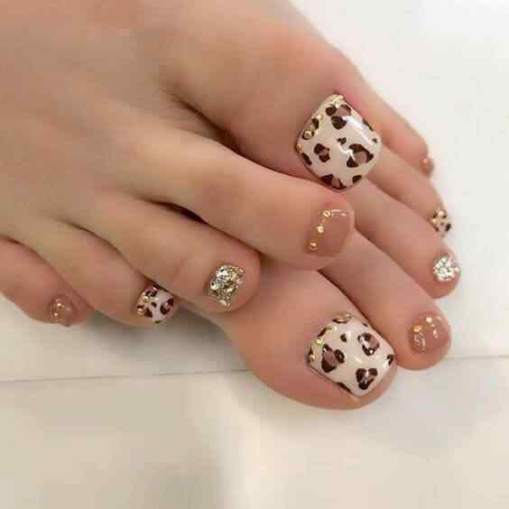 decoración de uñas elegantes para el pie