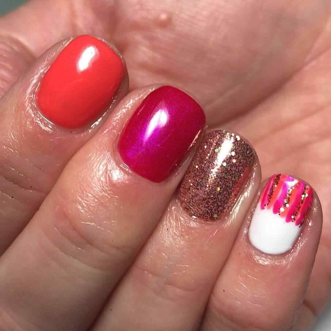 decoración elegante de uñas cortas rojas