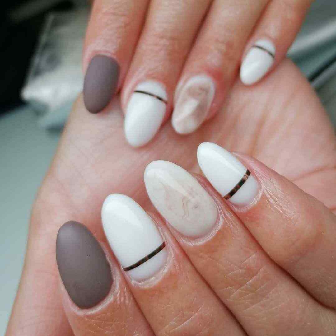 imagenes uñas elegante decoradas almendra blanco dorado