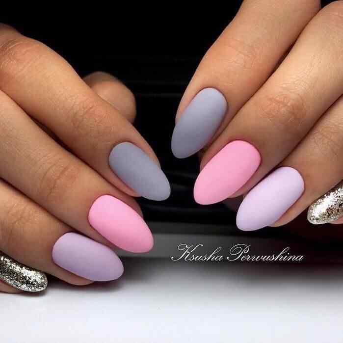 uñas decoradas elegantes mate y brillo rosa y gris