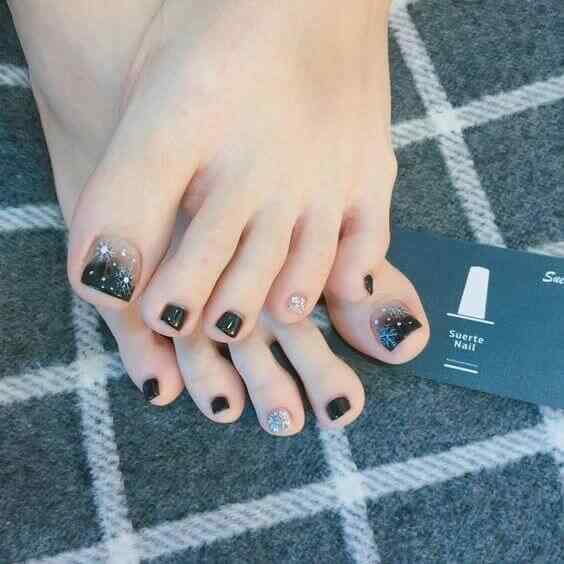 uñas decoradas elegantes para el pie