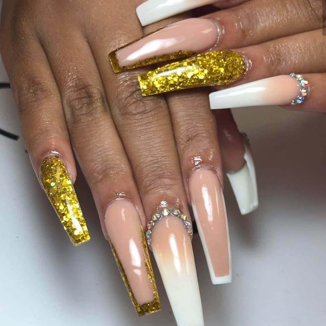 decoracion de uñas largas con dorado