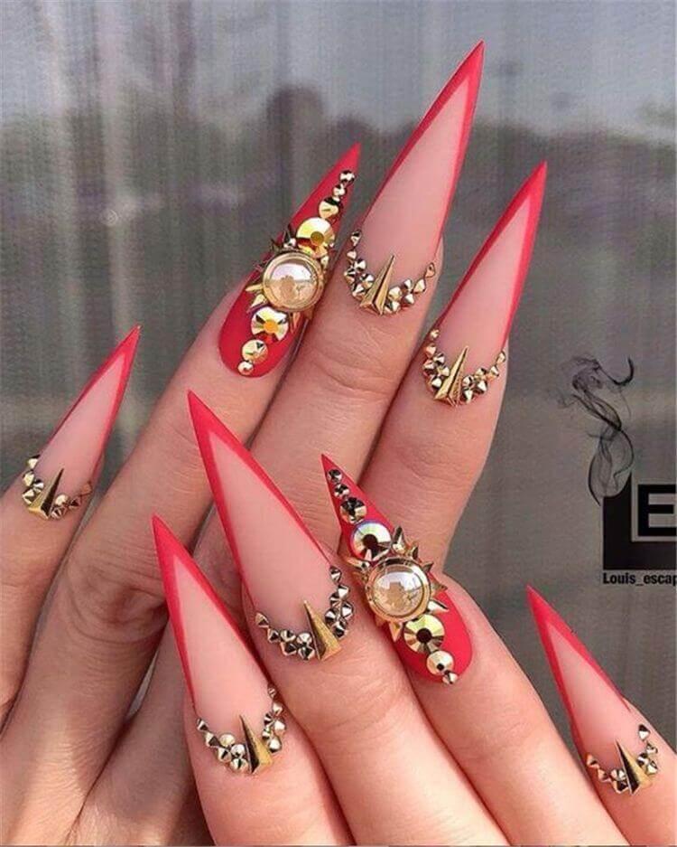 uñas stiletto francesas rojas con piedras