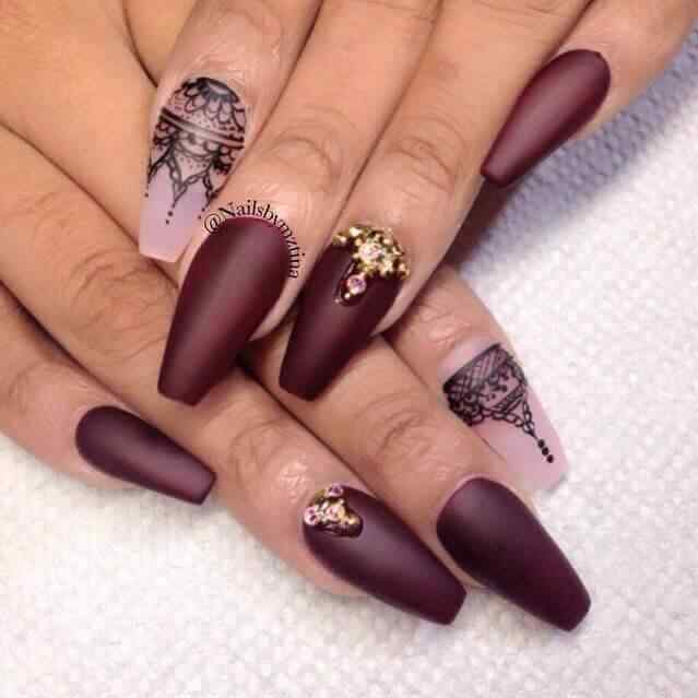 diseño de uñas vino mate