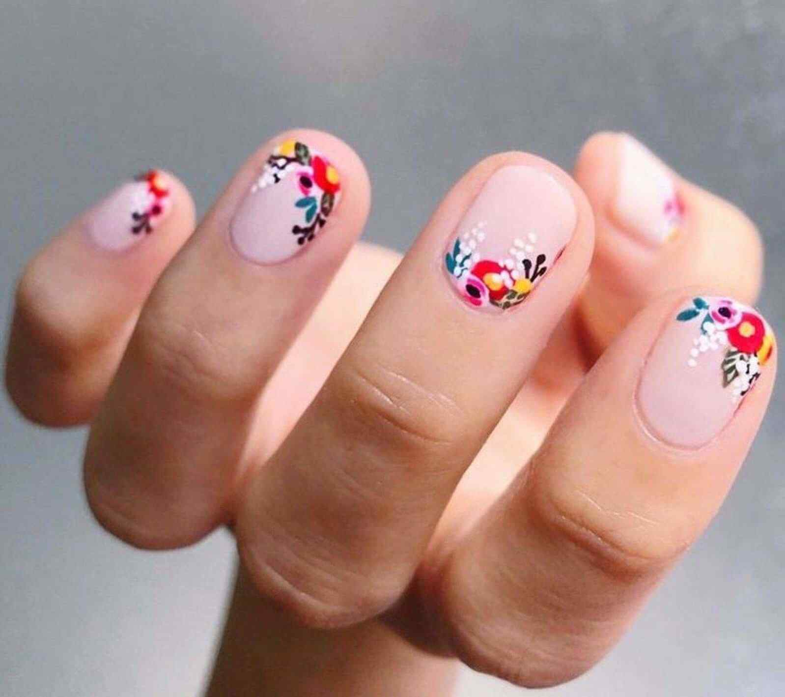 Nails decorated with flowers