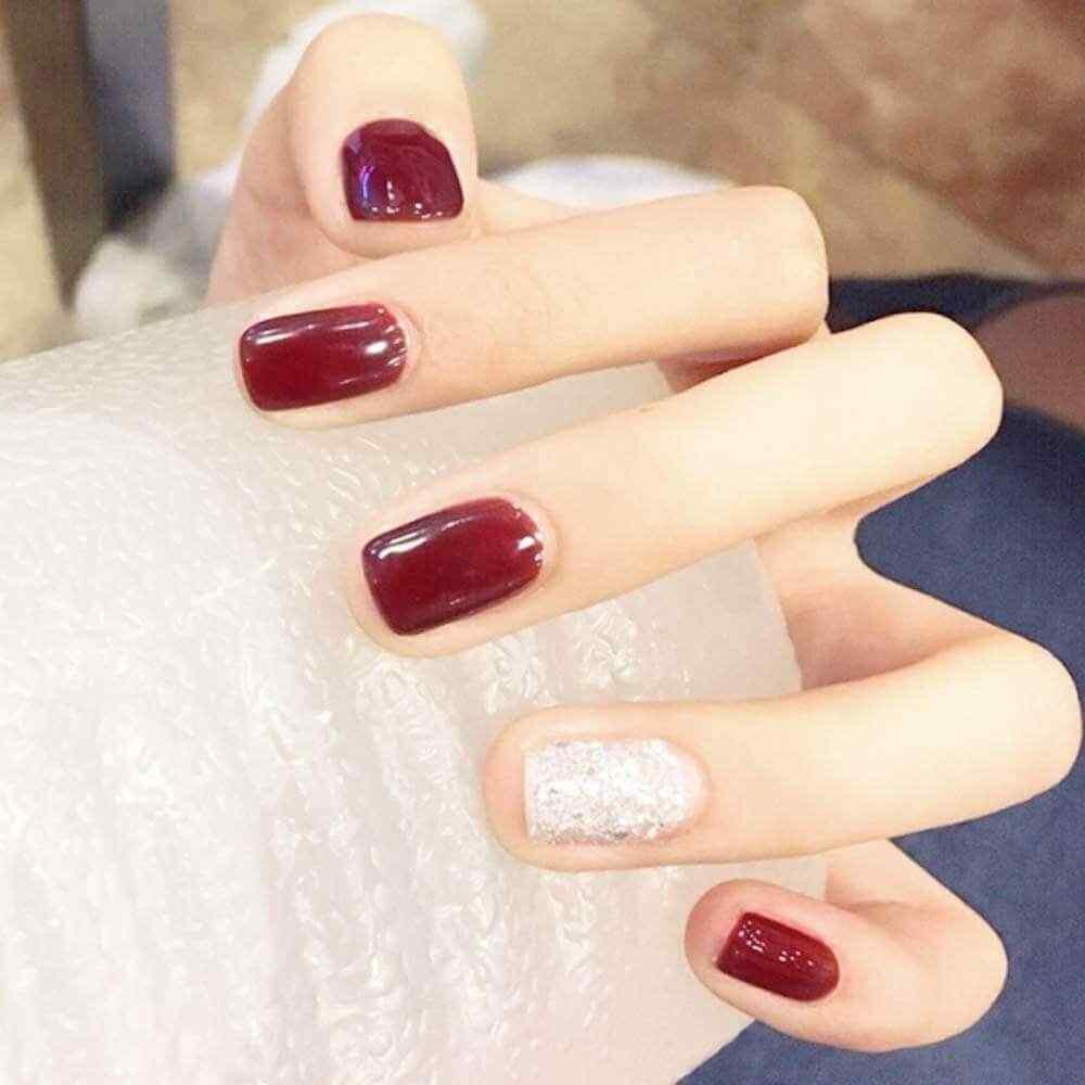 diseño uñas tono vino
