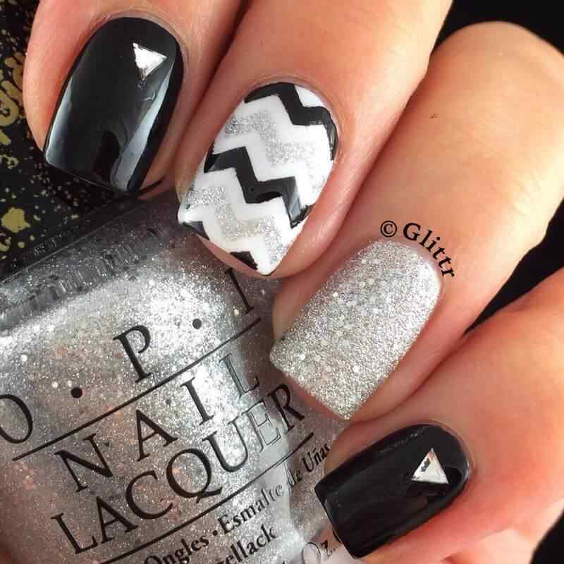 decoracion de uñas negras y plata casual