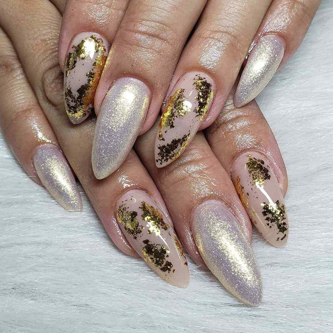 Con esmalte efecto oro