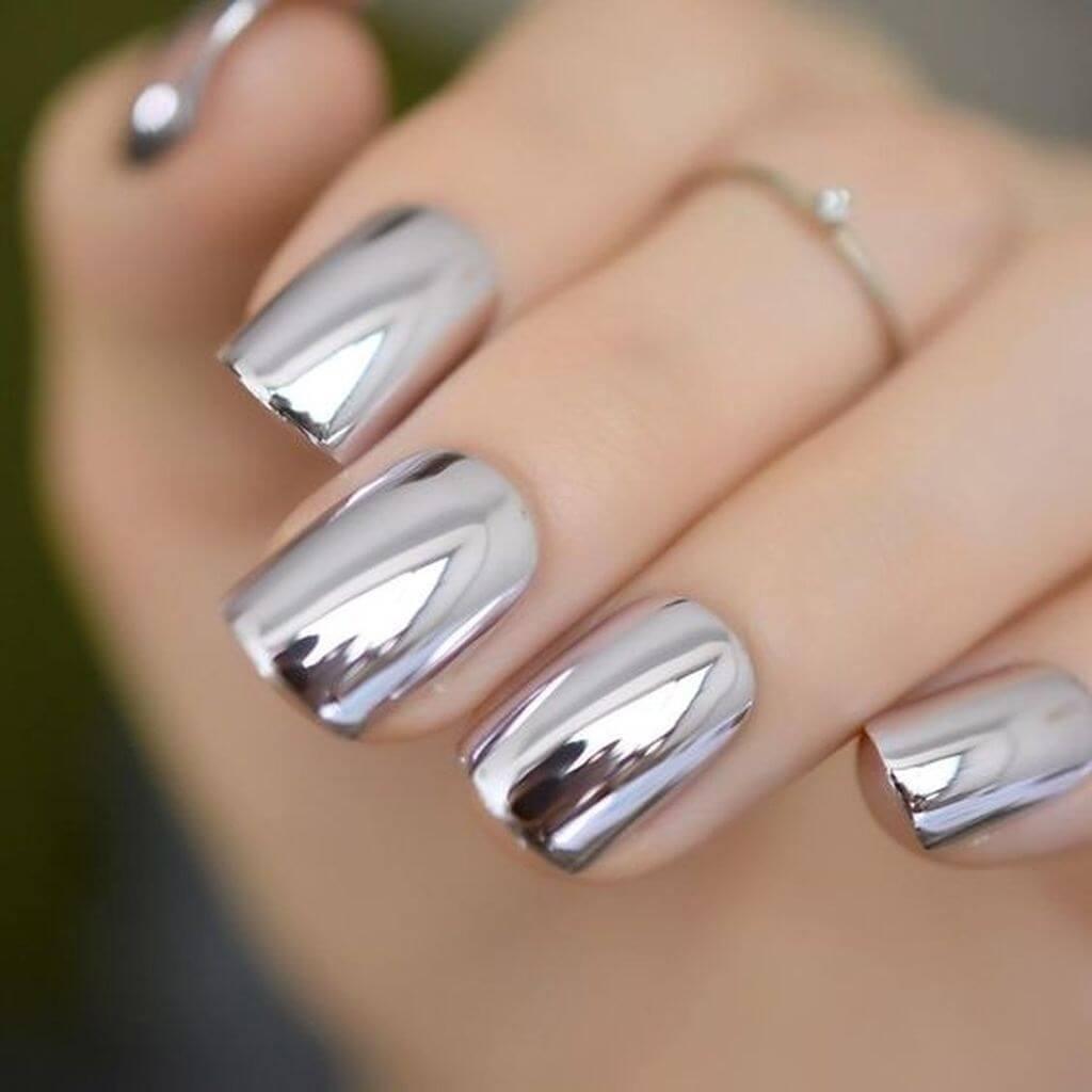 uñas efecto espejo plata