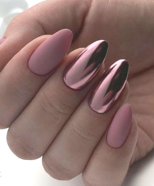 uñas efecto espejo rosa con mate