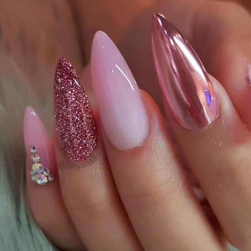 uñas efecto espejo rosa elegante