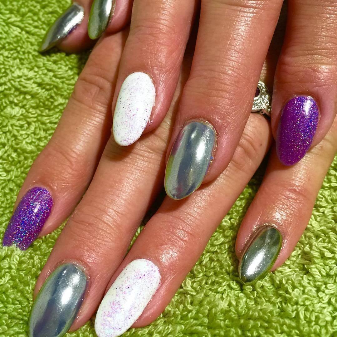 uñas espejo plata blanco violeta