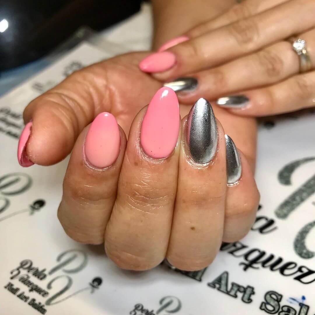 uñas plata efecto espejo con rosa