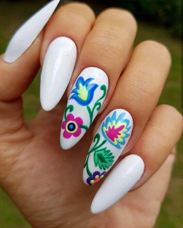 diseño de uñas acrilicas con flores