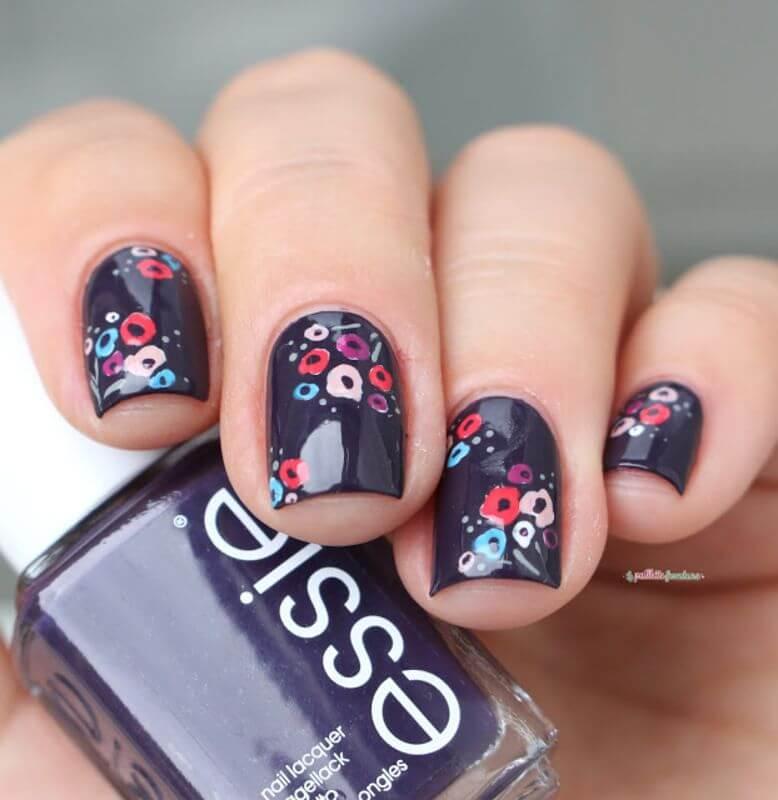diseño de uñas con flores sencillas