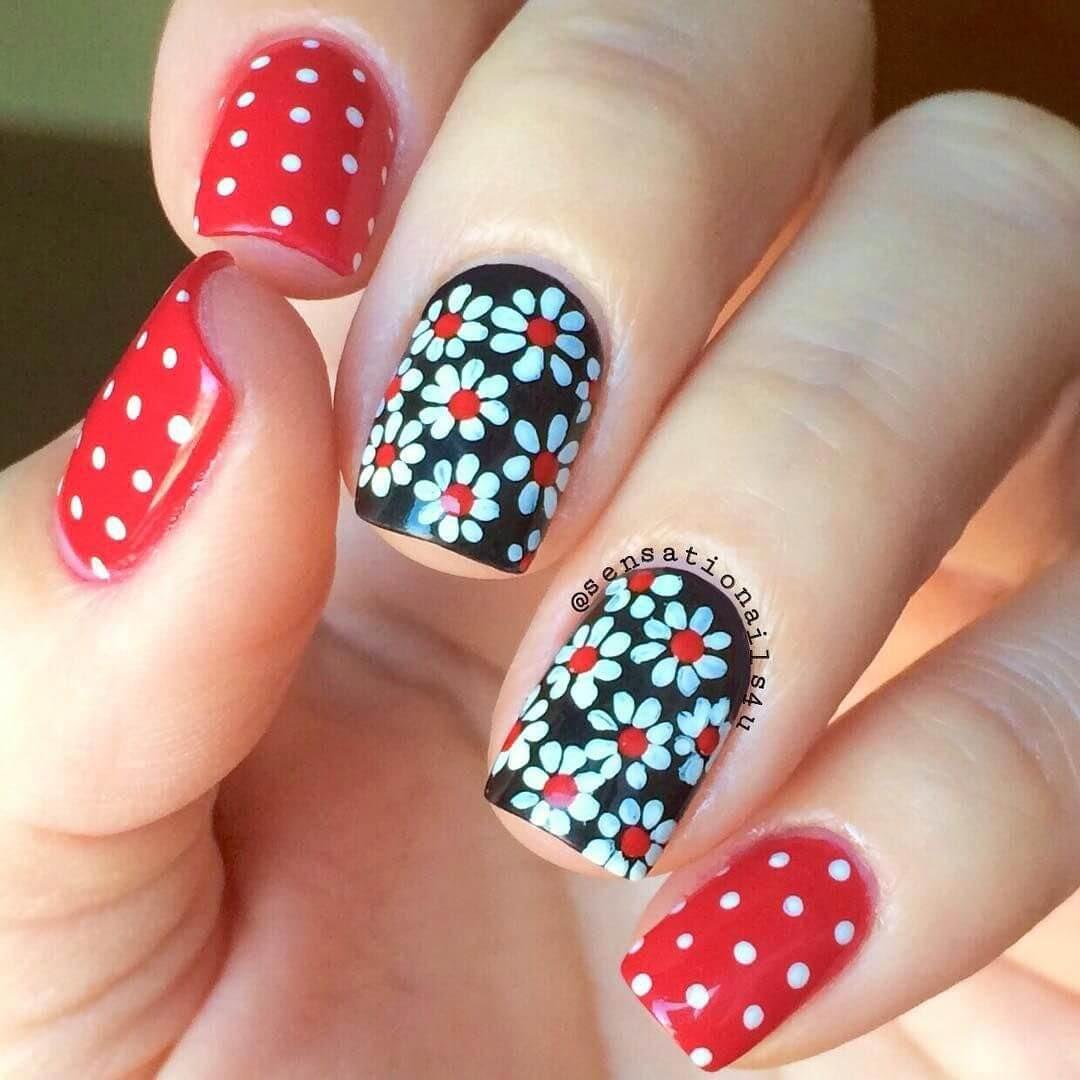 uñas con flores blancas y roja
