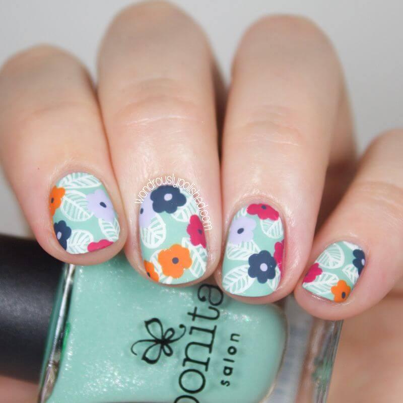 uñas con flores color pastel