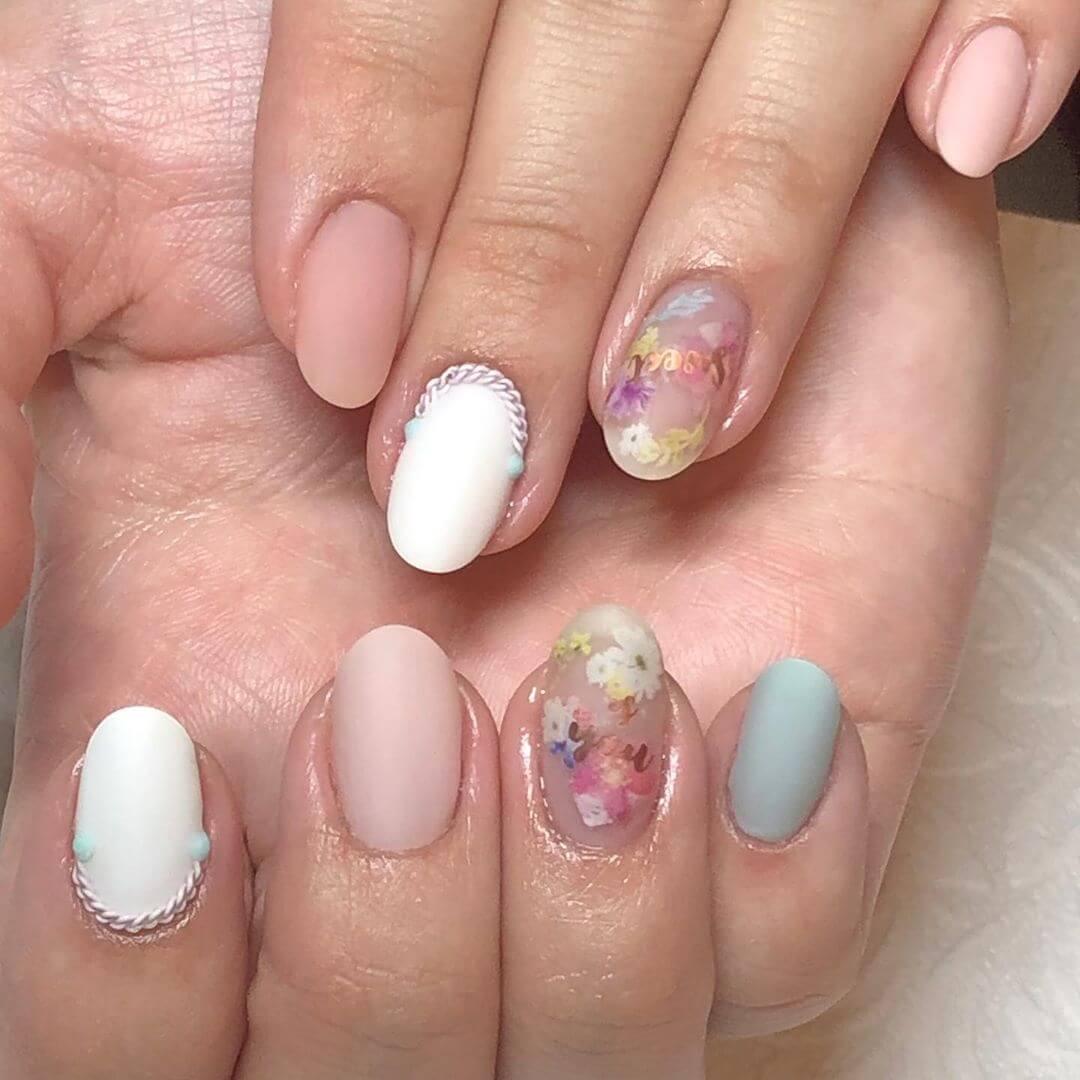 uñas con flores diseño elegante