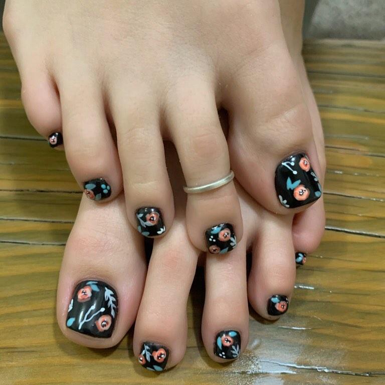 uñas con flores para los pies