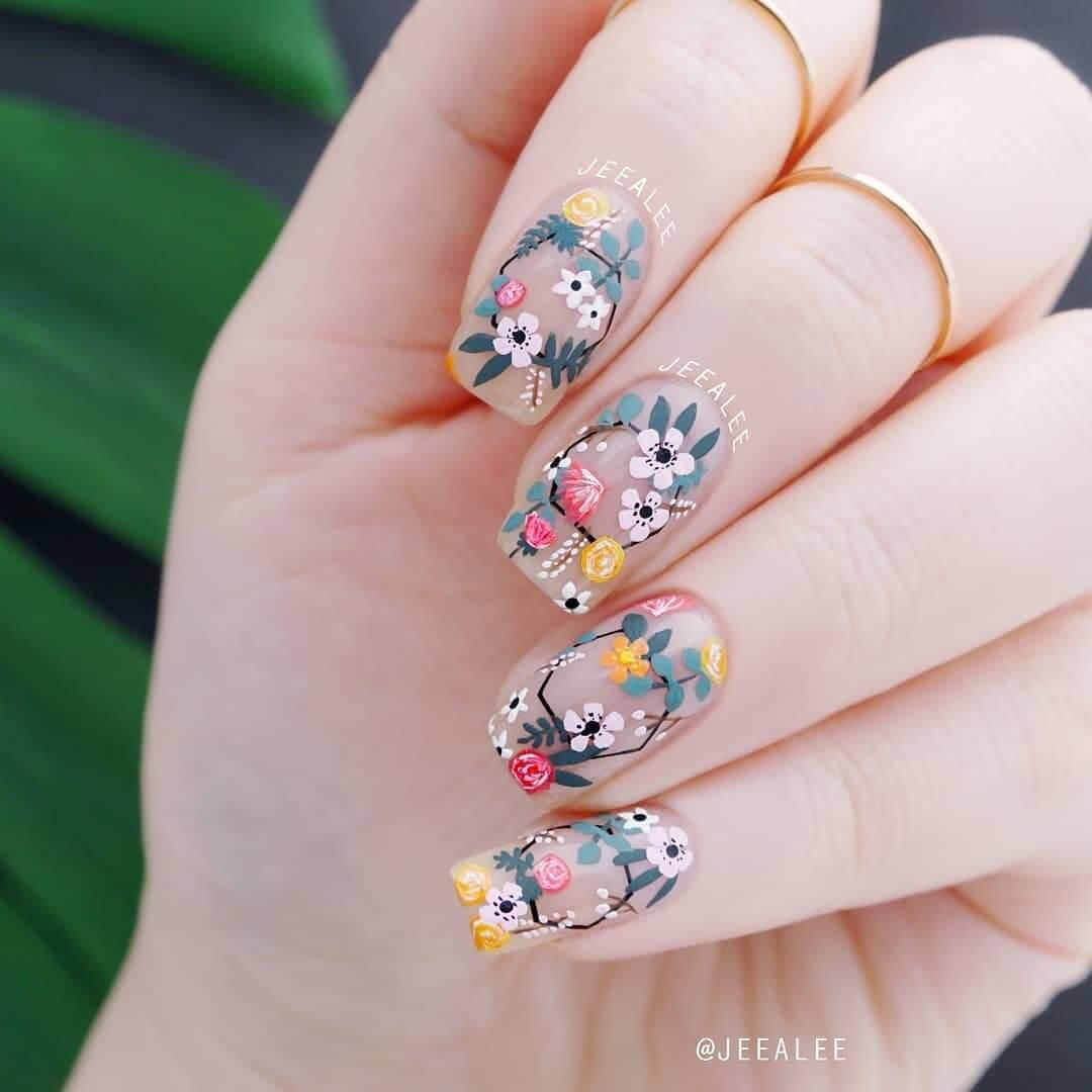 uñas pintadas con flores