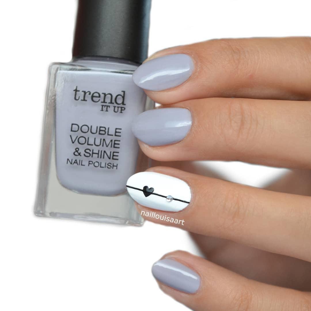 uñas gris claro con blanco