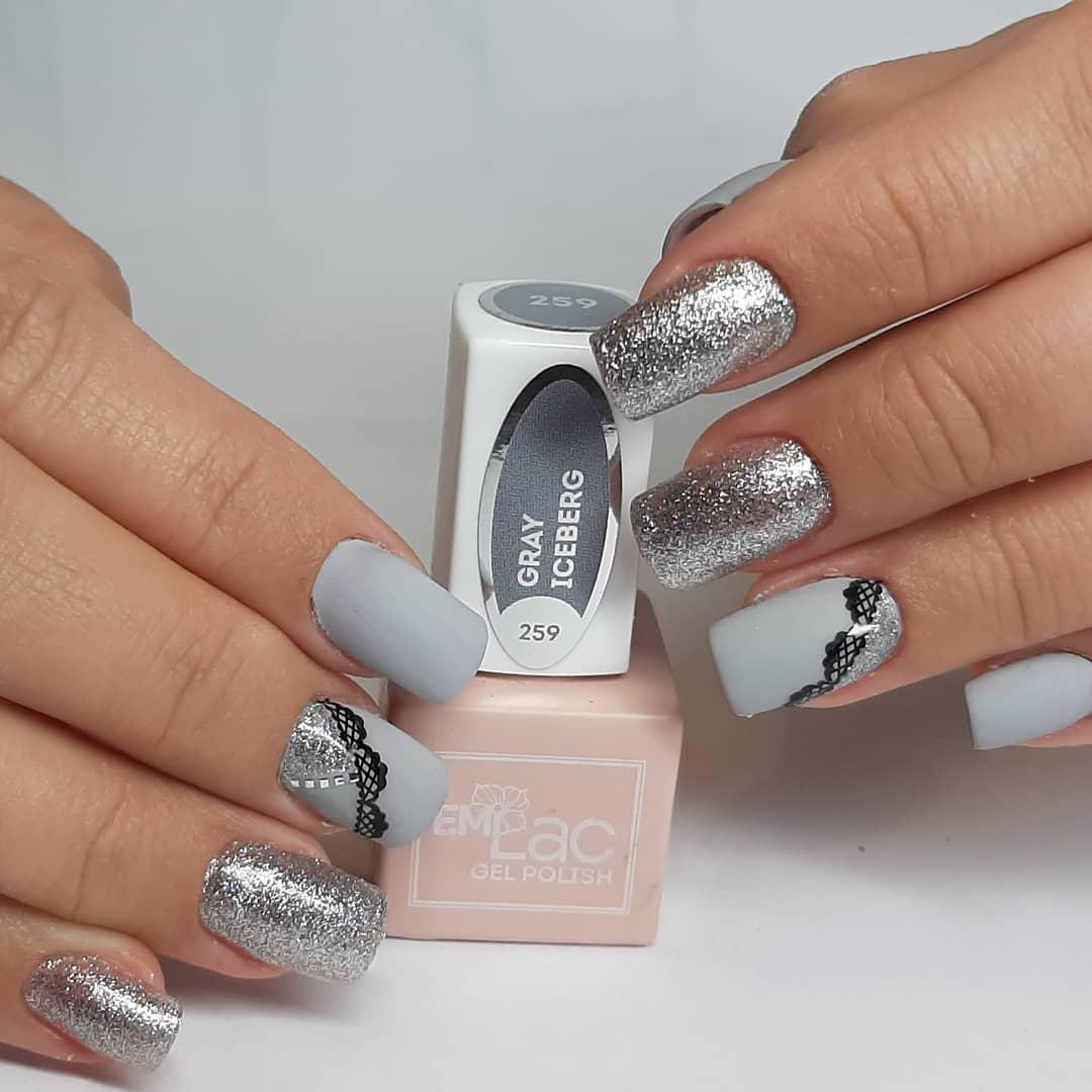 uñas gris y plata