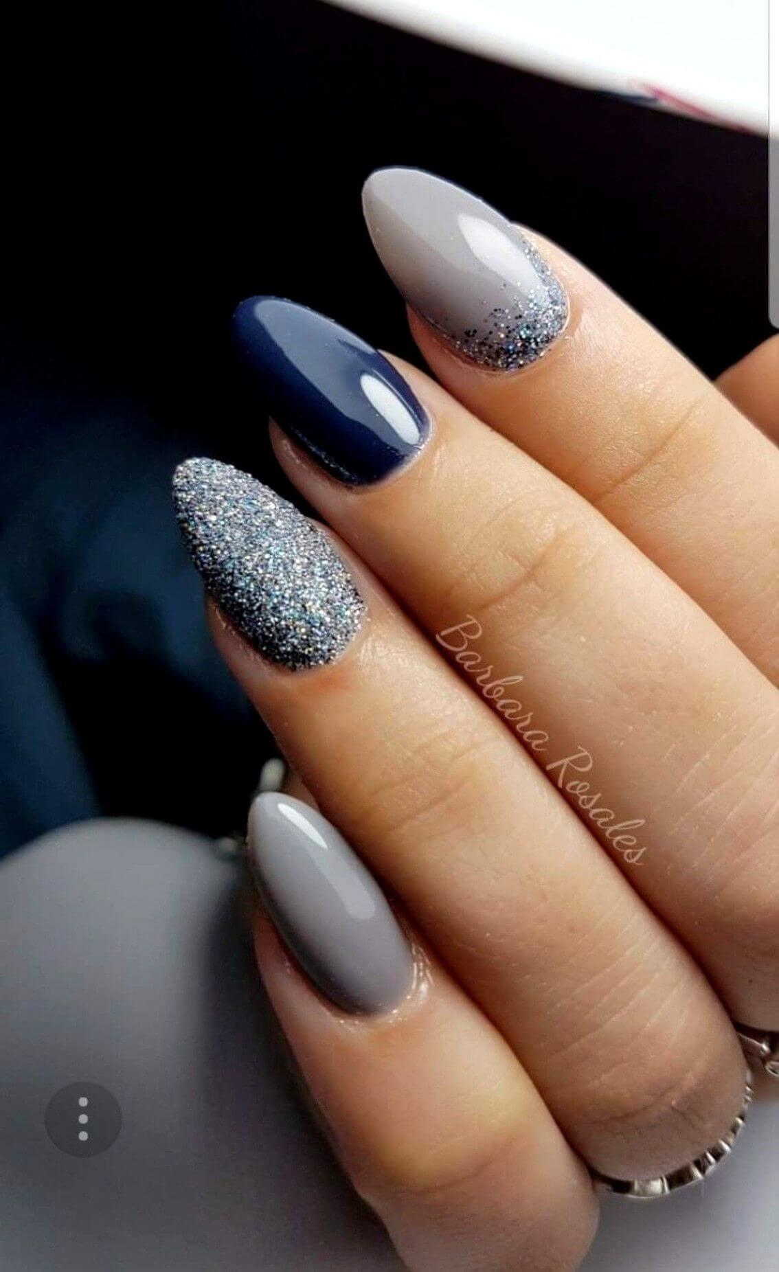 uñas grises con azul