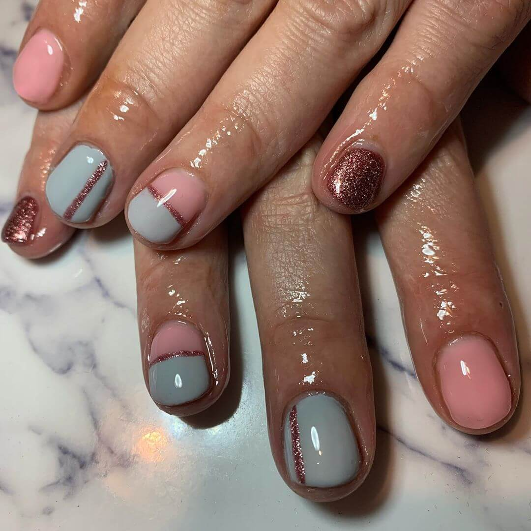 uñas grises con rosa