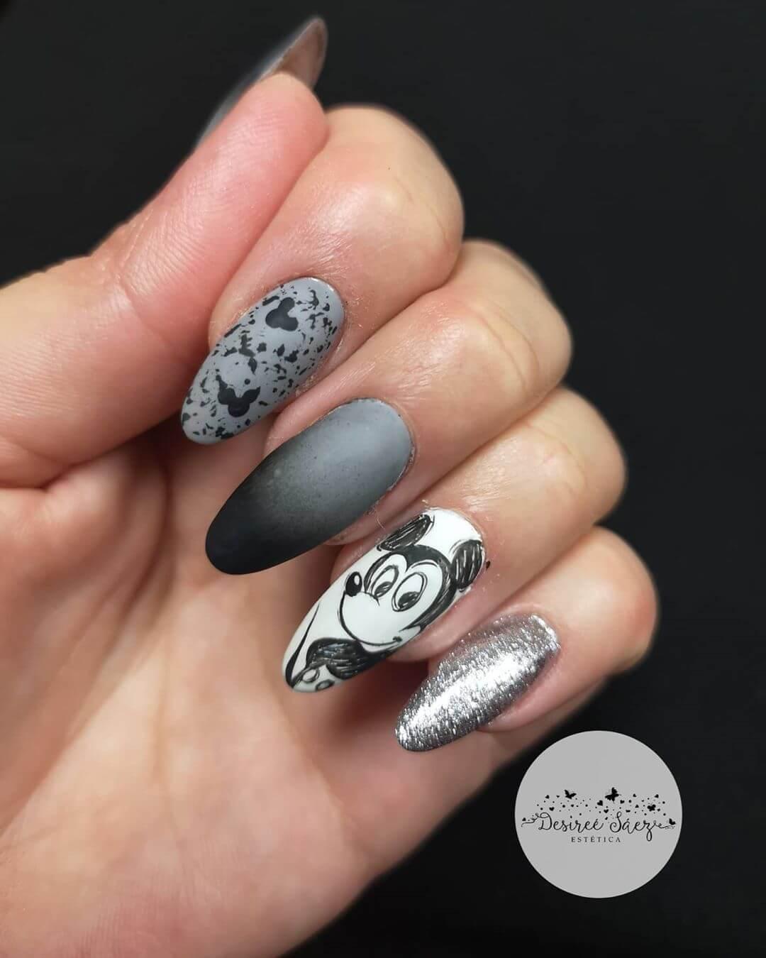 uñas grises mickey mouse